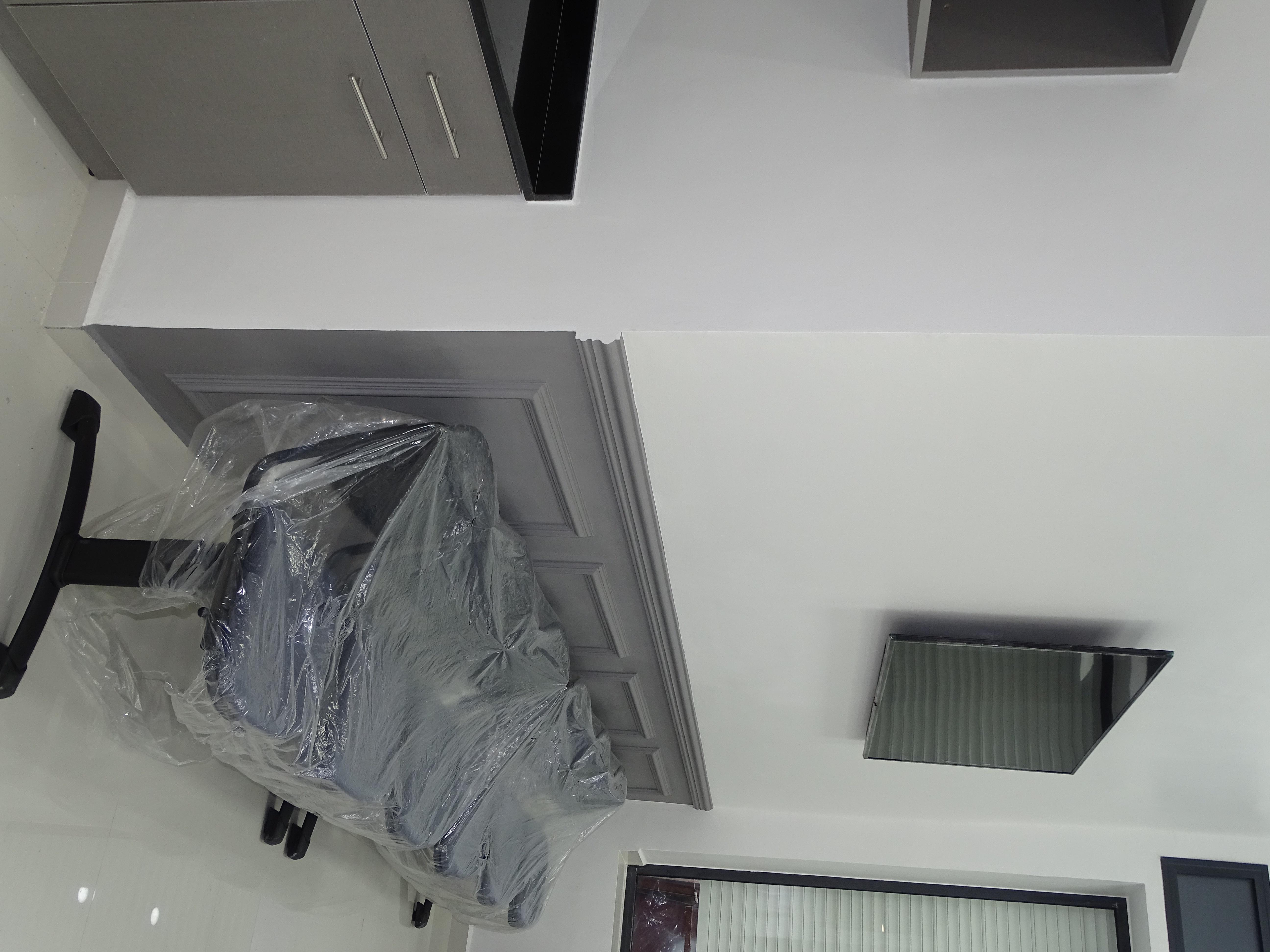 Gros oeuvre - électricité - Plomberie - Faux plafonds - ferronnerie - Menuiserie Bois - Menuiserie Aluminium - Climatisation - Verre - Marbre - Faïence - peinture - système d'alarme - enseignes - plans aménagement